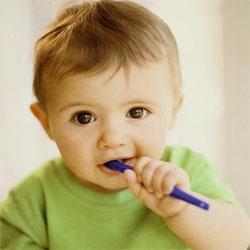 Dạy bé đánh răng đúng cách