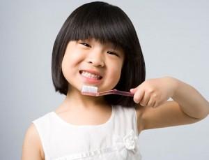 Những lưu ý cần thiết chăm sóc răng cho trẻ